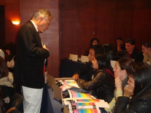 Douglas Doman durante un corso per i genitori