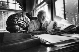 Glenn Doman al lavoro nel suo studio negli anni '80