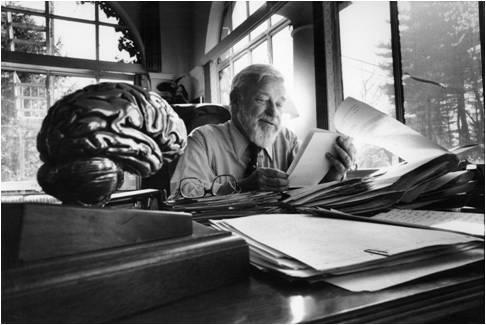 Glenn Doman en su despacho en los años 80