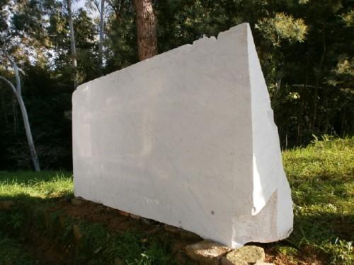 E' arrivato a Fauglia il monumento ai benefattori